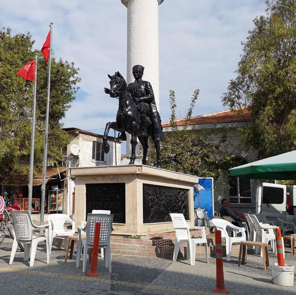Seyrek Köy Meydanı