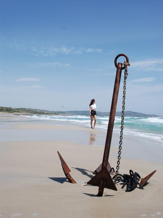 Çeşme plajları arasında kısmı olarak en bakir ve en büyüklerden biri altınkum plajı